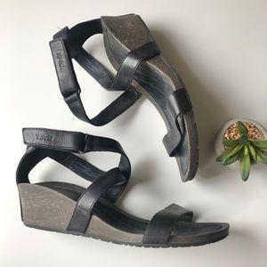 Teva wedge sandal leather black Sz 9